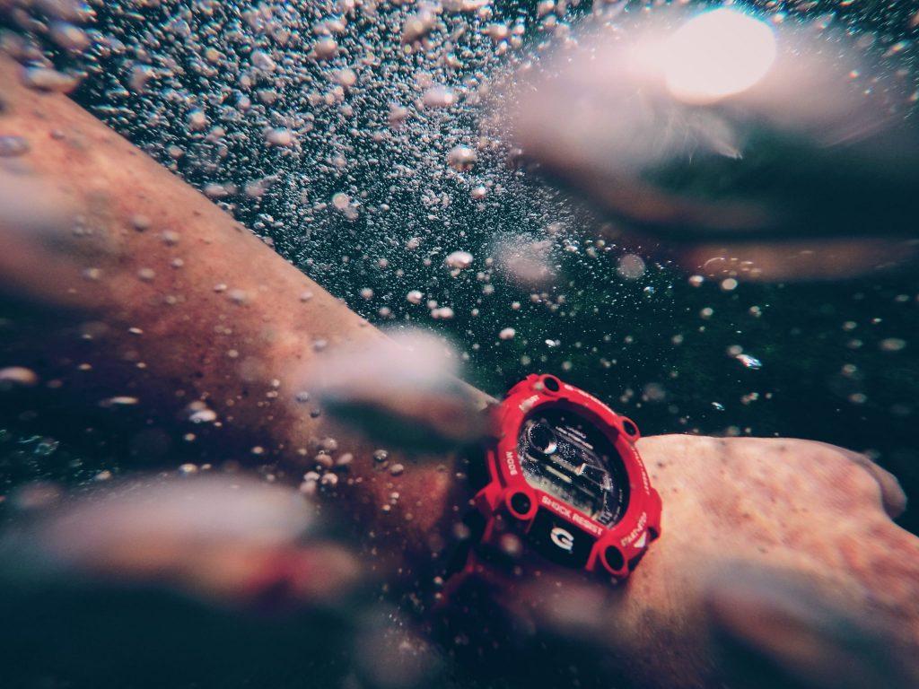 Reloj Casio bajo agua