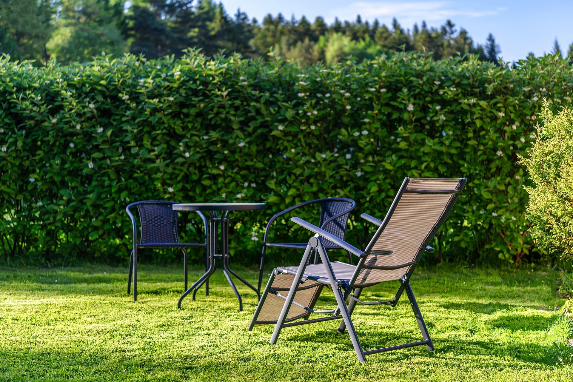mesa de jardin y sillas